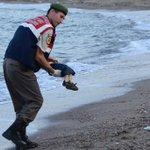 Pour lEurope, que vaut la mort dun enfant migrant ? Les commentaires de la presse européenne http://t.co/kwSqUiI3xt http://t.co/NDwTBKROo5