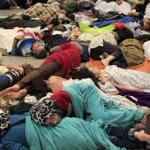 La gare de Budapest suspend le trafic vers l'étranger en raison de l'afflux de migrants http://t.co/8EzghmZwPV http://t.co/6uAyPDNrxC