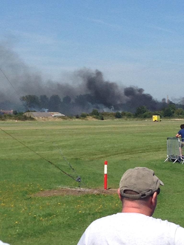 Hunter just gone down at Shoreham &  not looking good as bits flew everywhere. Dave hill flying. #shorehamairshow http://t.co/n1KweKHdO3