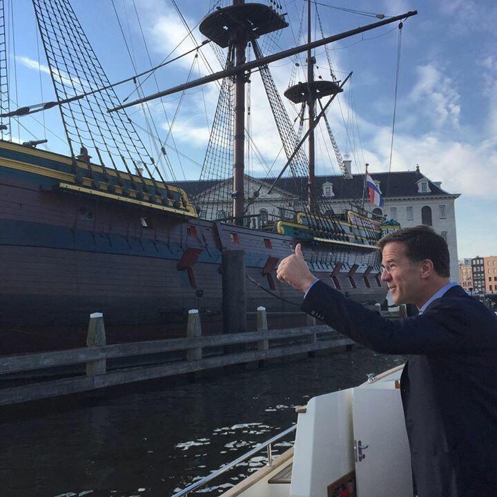 """En als de piraten komen, dan roepen jullie heel hard Kaboem, Kaboem! Oké? Succes!"" #SAIL2015 #pangpang http://t.co/aFNSTyni8M"