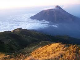 Misteri 6 Gunung Paling Angker Di Indonesia - AnekaNews.net