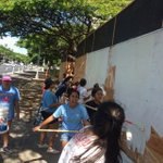 400 foot long wall? No problem with over 100 painters from #KaimukiHighSchool #StFrancis #CathedralCatholicAcademy …