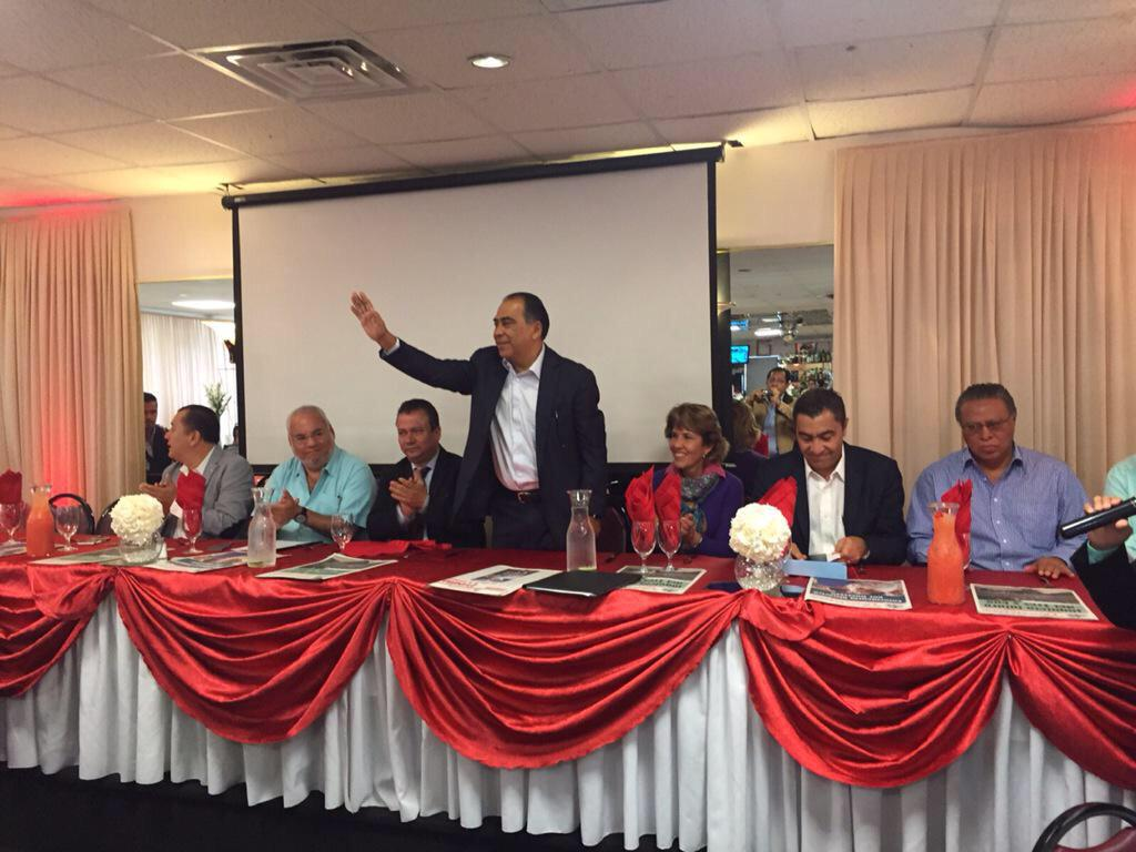 Meeting with members and club presidents Guerrero residing in the US, pending always of Guerrero. @GovRauner http://t.co/EUMvSgmlgL
