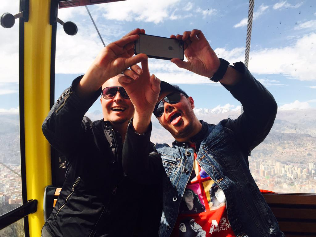 El paparazzi de @RioRomamx se divierten @JoseLuis_Roma y @Raul_Roma en #LapazBolivia http://t.co/br3lN2JKnk