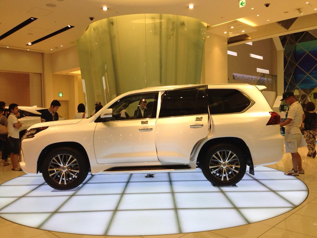 レクサスLX実車画像かっこ良すぎワロタ 圧倒的な存在感 世界よ!これが日本の最上級SUVだ!