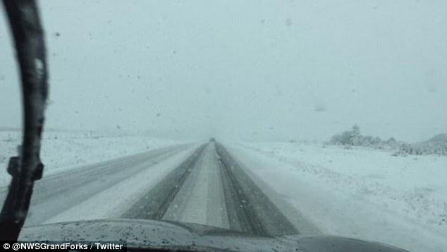 Snow falls in Calgary despite it being the middle of summer http://t.co/E8V3TgL3dW http://t.co/L20gmaLJB0