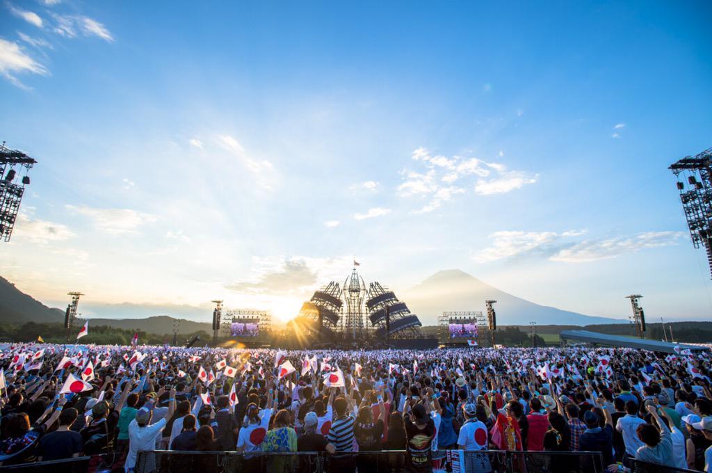 長渕剛10万人オールナイト・ライヴ 2015 in 富士山麓 ご来場いただきました皆様ありがとうございました! 夜を徹して歌い、泣き、怒り、笑い、ともに朝陽を迎えられました! #長渕剛 #長渕剛アンバサダー #長渕10万人 http://t.co/d95KY7IZgD