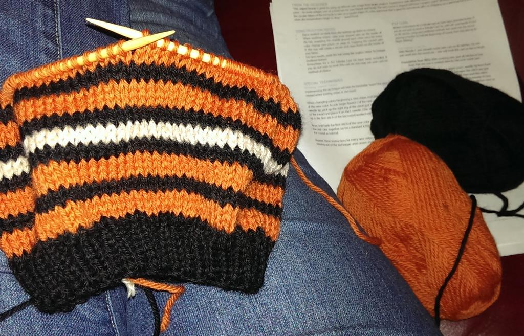 Watching the #SFGiants game and working on a night game hat. http://t.co/2r5CbDR4jU