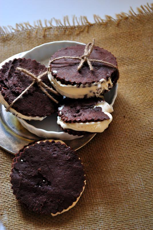 Need a mid-week pick-me-up? Try our #glutenfree Brownie Ice Cream Sandwich #recipe: http://t.co/VUJAJ2hKY0 http://t.co/Nl4SZonRVQ