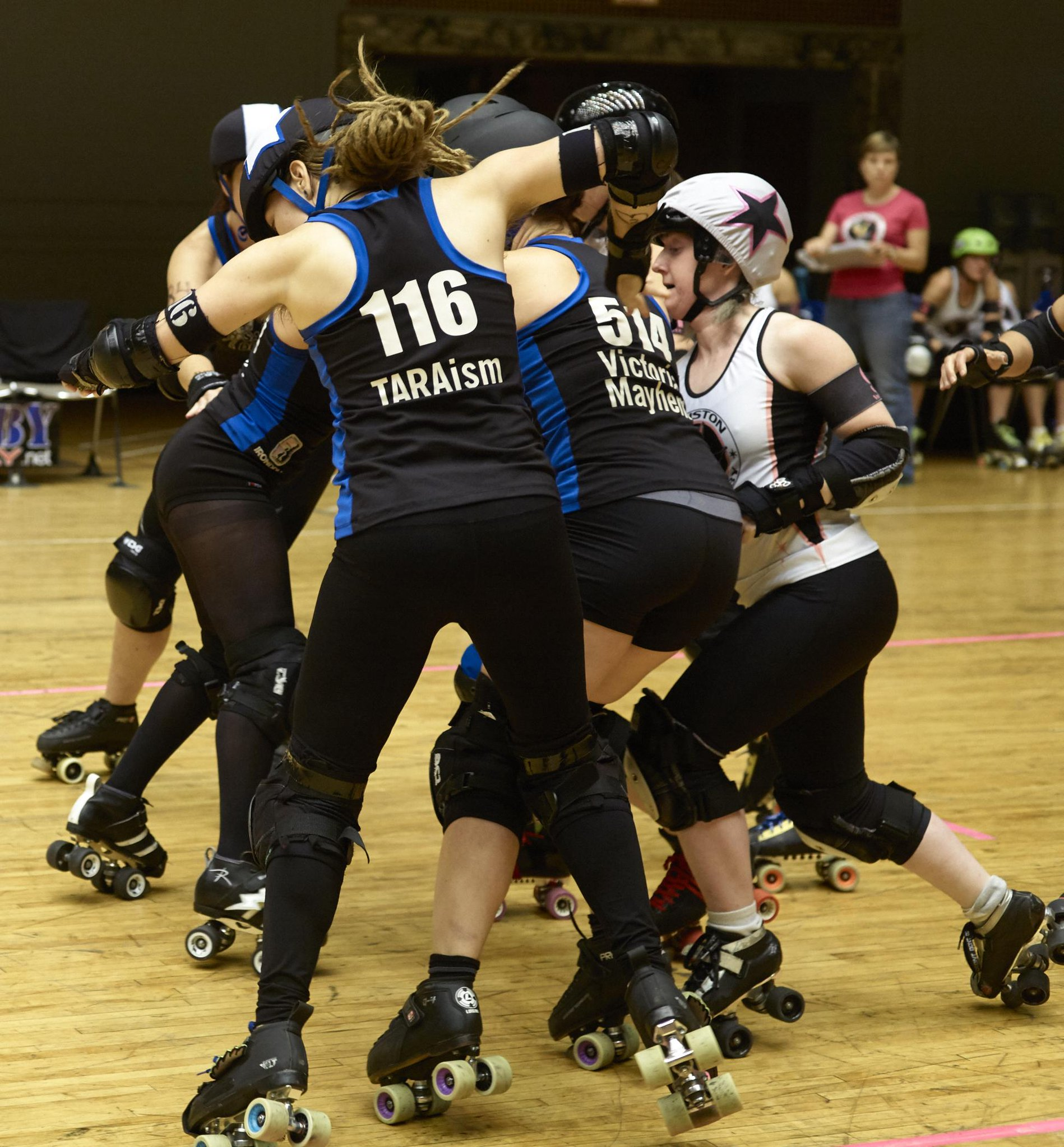 @SCderbygirls take third place in the Cleveland bracket of the @WFTDA D-II playoffs over Houston, 154 – 141. #scscore http://t.co/mq2eI4dclx