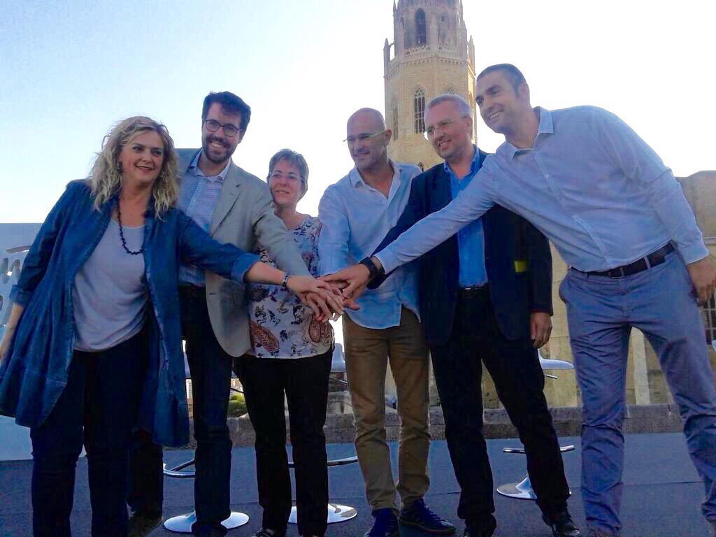 """""""Si vols anar ràpid, camina sol. Però si a més vols arribar lluny, camina acompanyat"""". #JuntsPelSí  avui a #Lleida. http://t.co/V6Wlg7q8wf"""
