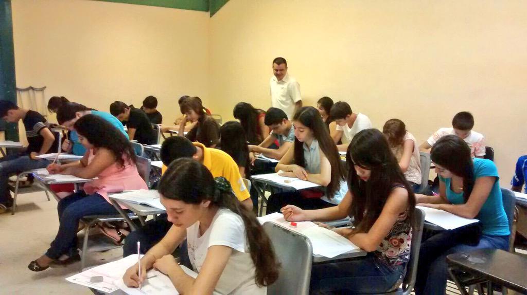 COBAED (@COBAEDoficial): COBAED Tamazula trabajando con docentes aplicando examen de diagnóstico a 1er semestre #SólolosMejores @chuycabrales http://t.co/WI7pG6ew9z