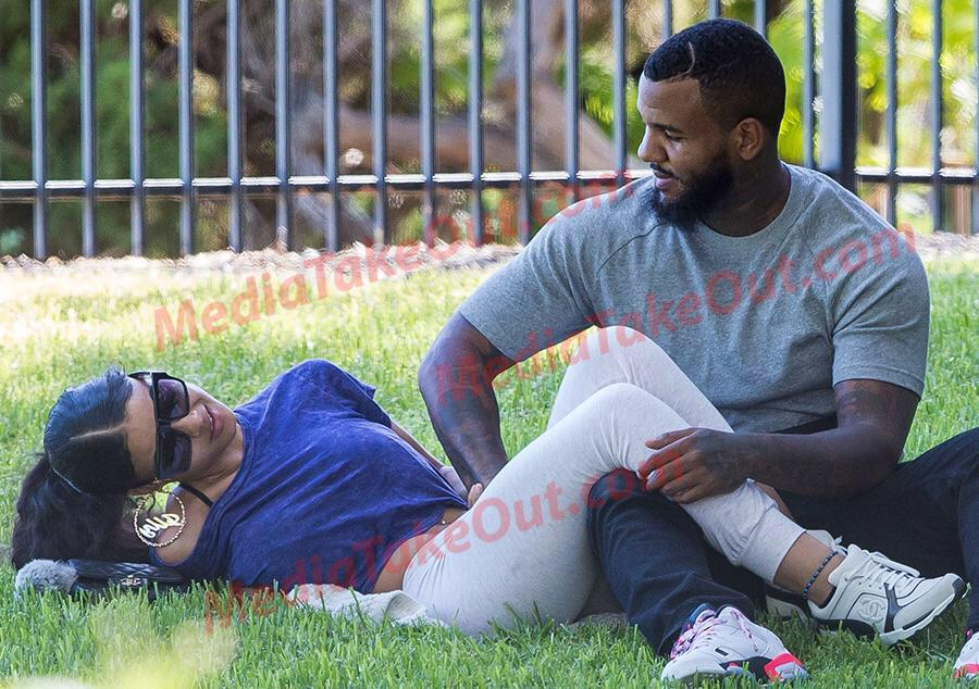 The game has no behaviour, In the park fingering some bird then making her smell it http://t.co/a3Pm956xqP