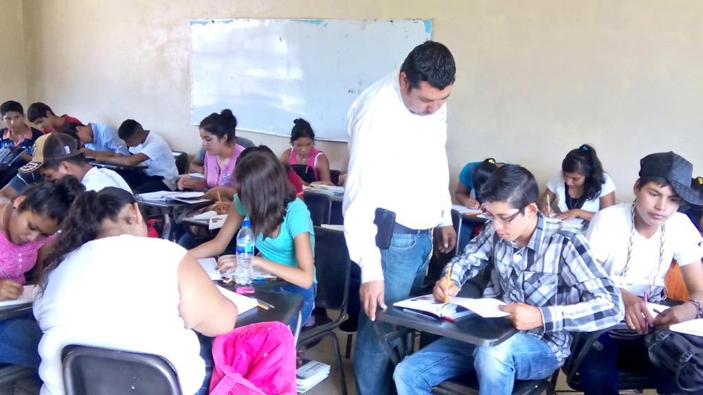 COBAED (@COBAEDoficial): COBAED Plantel Huazamota trabajando a la normalidad  #MaestrosComprometidos @chuycabrales @gobdgo http://t.co/ESpTXAuhk9