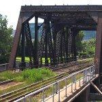 #Québec Pont ferroviaire enjambant la rivière Saint-Charles (Source: Aquastephie, Creative Commons) http://t.co/0gF9x0ka9G