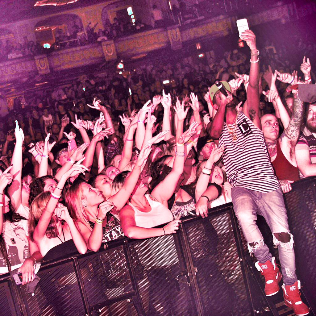 #GodMoneyWarTour coming and I'm taking @skatemaloley with me !!!!! http://t.co/3fYRySi2qk