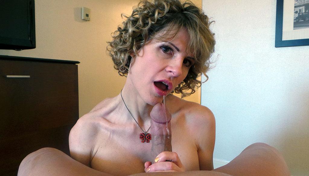 Amateur hot busty babe