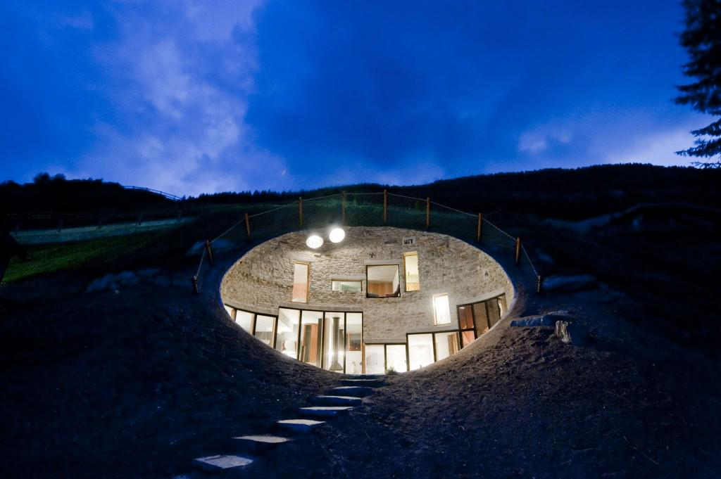 We think you'll dig these 6 awesome underground homes: http://t.co/aaF6EbBjbJ #architecture http://t.co/U3GzIkVesf