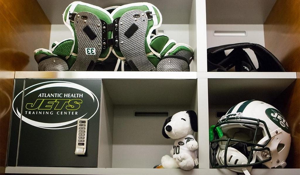 Ready to put the real #snoopy in here after Saturday night's #MetLIFEBOWL http://t.co/e8f0FPGLab