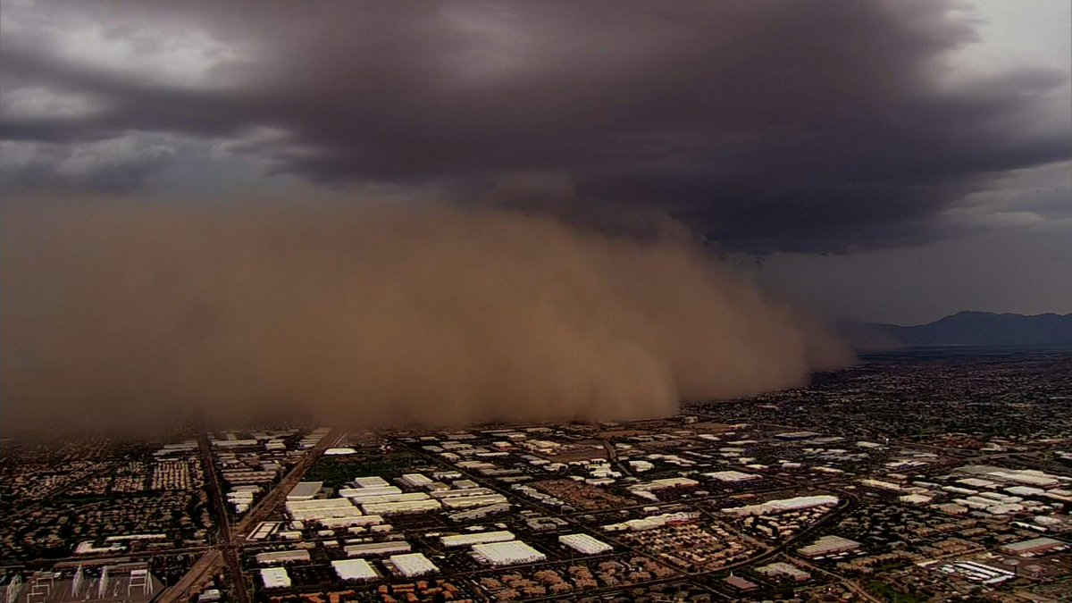 Andrea Butera (@AndreaButera): More shots of the #haboob in the #Phoenix area, courtesy of @CBS5AZ's chopper! #AZwx http://t.co/M0NnY8ZEB4