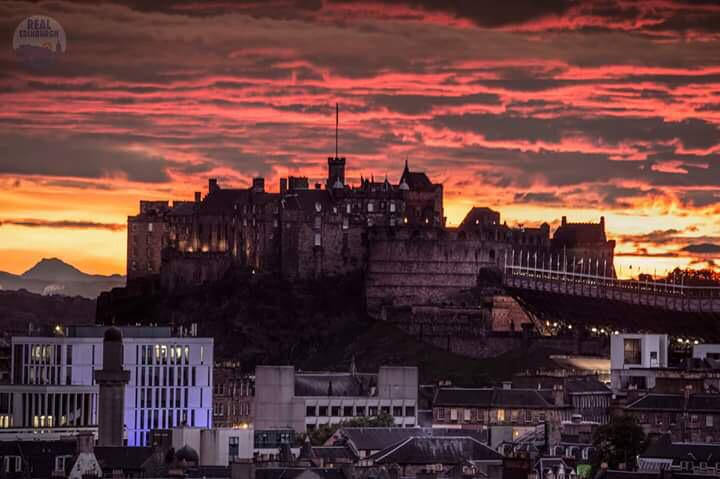 Edinburgh never disappoints when it comes to sunsets. http://t.co/CcONxvJdY0