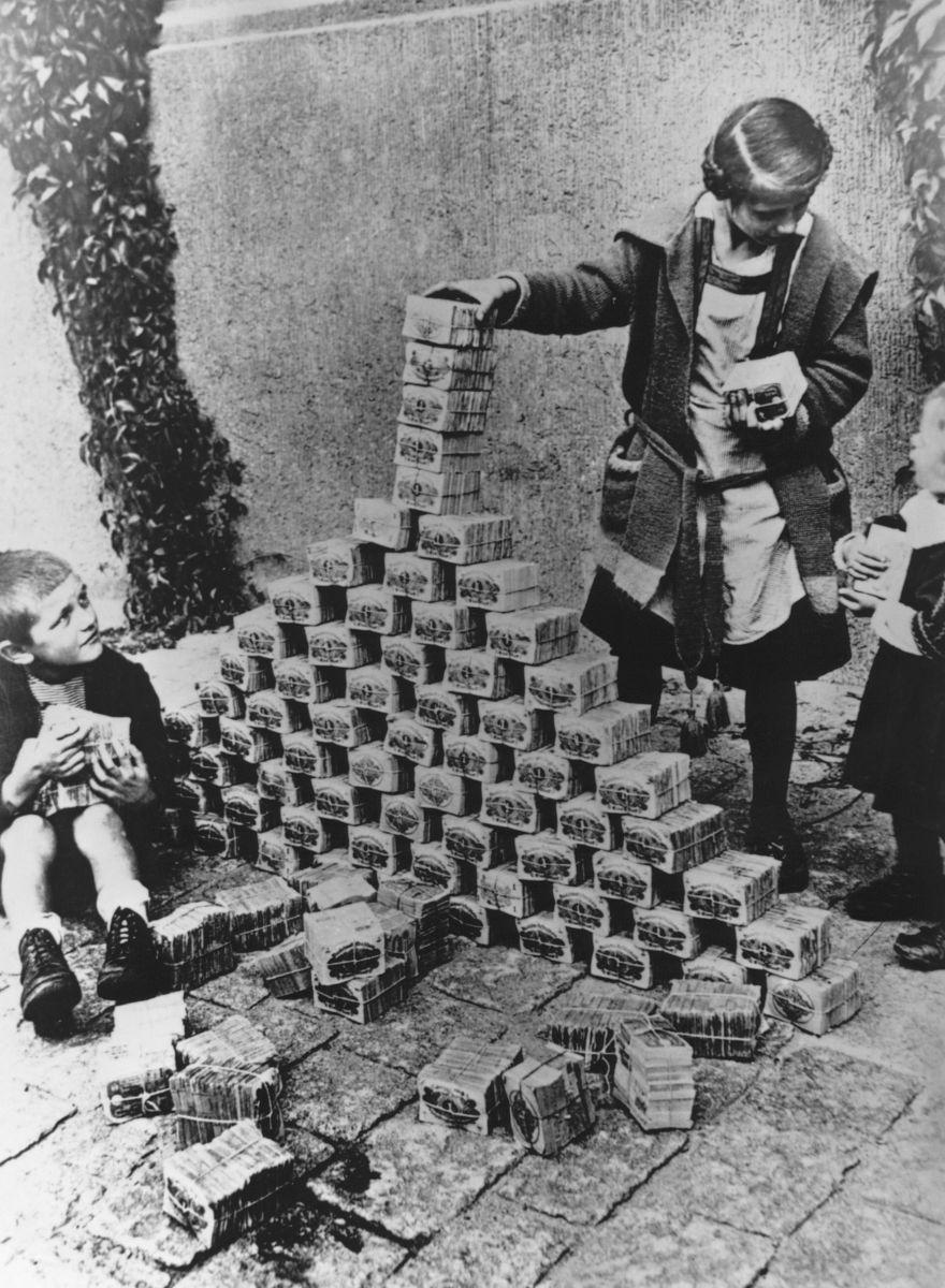 German children playing with cash during inflation. http://t.co/4p8BEqjGe5