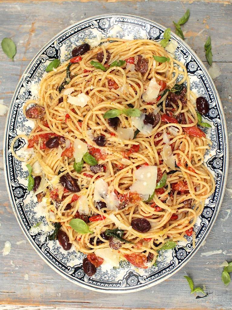 Hey guys #recipeoftheday @gennarocontaldo spaghetti alla puttanesca - super quick and easy!! http://t.co/XWCsqJVoSq http://t.co/kpn3zOA29b