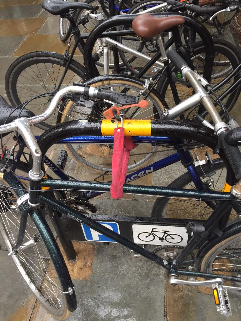 If you locked your blue bike to my green bike on the Strand/Southampton St, please unlock it. #cyclists please RT http://t.co/sxKCHtuTsU
