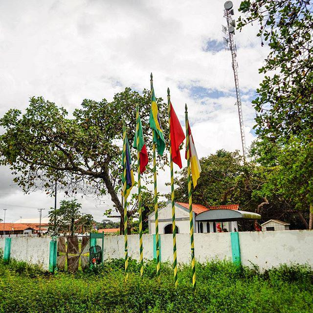 Drapeau marocain devant un cimetière dans la jungle amazonienne, ou l'incroyable histoire … http://t.co/QMFXrPeavG http://t.co/CQVnr1lKfX