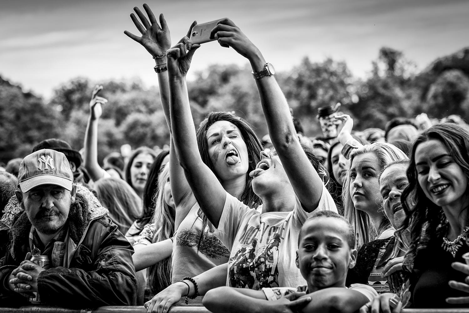 No doubt there will be a few Selfies at this years @LIMFestival  I will be there to shoot you shooting you. #LIMF2015 http://t.co/SrugYh1JMm