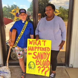 People of faith have been holding DAILY vigils outside of #WallerCountyJail calling for #JusticeForSandraBland http://t.co/RtCQCWnvUB