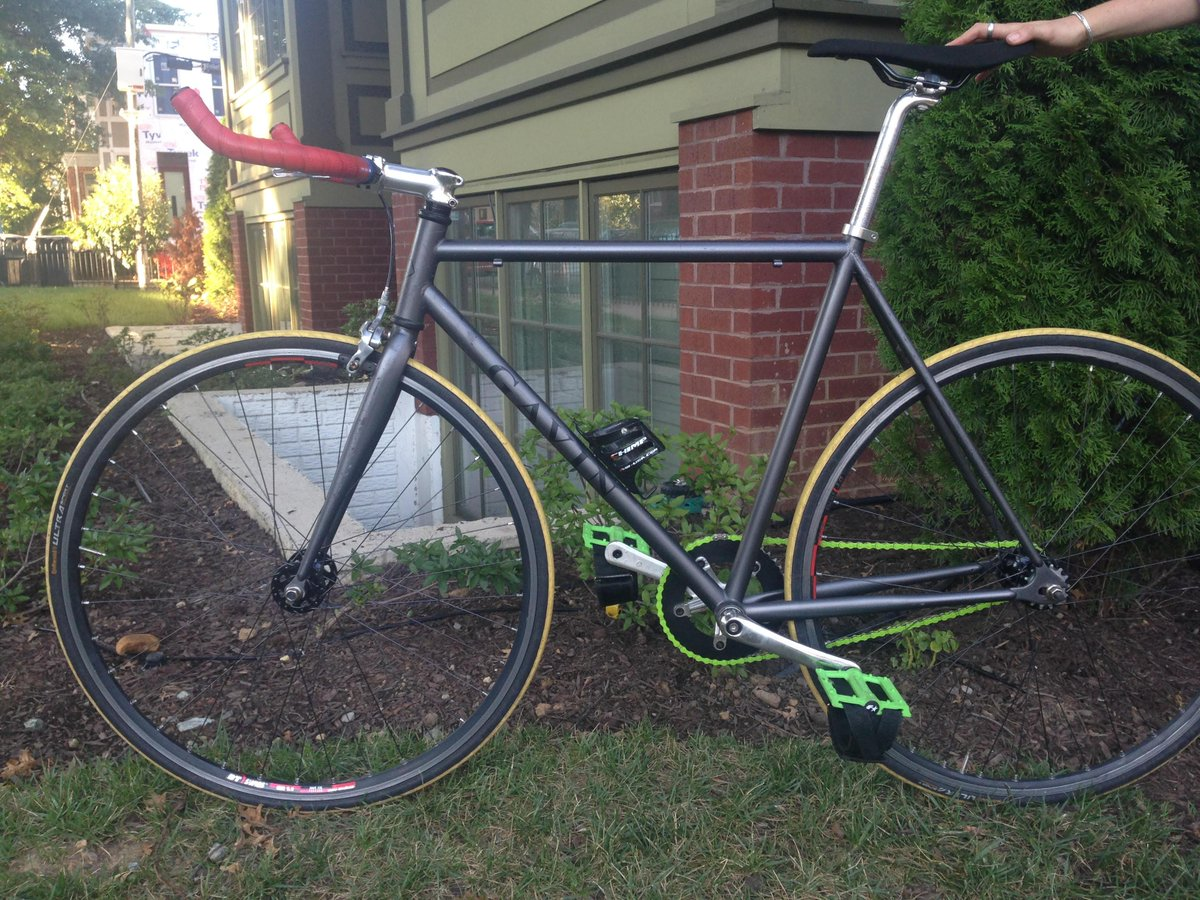Bike found at 15th and Swann streets NW. Is this yours? E-mail clairezjaffe@gmail http://t.co/UpCm7DY1hI