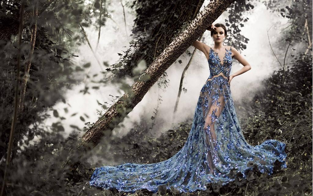 ポール・ヴァシレフによる「フェアリーテイル」。精巧でエレガントなドレスを多数デザインしています。11歳の時に友人のために