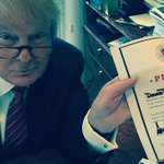 BREAKING: Trump signs GOP loyalty pledge http://t.co/aAVWVAy6no http://t.co/qTJ16ntOcw