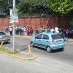 via @neyla_nua: 2pm. cola dl cosmo da la vuelta hasta el frente dl estadio arminio gutierrez por azúcar y aceite! http://t.co/rqo3kMNc50