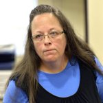 Kentucky county clerk Kim Davis is due in federal court today for her contempt hearing. http://t.co/Weo2R4e725 http://t.co/eNe29xP8hy