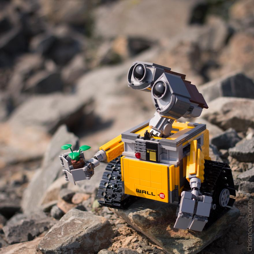 Wall•E #lego http://t.co/zGpW9ASEa3