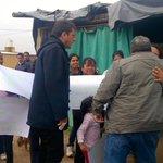 AHORA| @SergioMassa recorre el asentamiento San Antonio, escuchando las necesidades de los vecinos. #MassaEnLaRioja http://t.co/IsGYVPMqQB