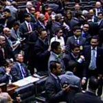 Câmara aprova texto-base de MP que aumenta tributo aos bancos http://t.co/WfvW87U5xx #G1 http://t.co/Ao74J0ptRC