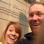 Ex-casal posta selfie sorridente logo após divórcio no Canadá http://t.co/n17dPsIGIQ #G1 http://t.co/RP3au0Tak9