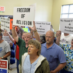 Wow #KimDavis supporters looks exactly as I imagined them. http://t.co/8dSopE3uIK