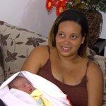 Menina que nasceu em táxi em Salvador é batizada como Angélica Vitória http://t.co/Z1r79exL5I #G1 http://t.co/scNT40wK93