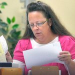 DETAILS: US Marshals tale #KimDavis into custody after judge says fines wouldnt be enough http://t.co/onMIPwlhzx http://t.co/LFA8SOzO5A