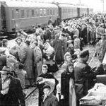Flüchtlinge aus Ungarn, Bahnhof Eisenstadt, 1956, © Votava, Wien. (http://t.co/8YBAkreRYu) http://t.co/kThuH1f0gU