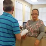 KY clerk #KimDavis held in contempt for refusing to issue marriage licenses, going to jail http://t.co/XHnzJdSJck http://t.co/L30D0XR88k