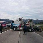 AHORA   Camioneros cortan Ruta 68 hacia Valparaíso y hacia Santiago, altura S. Lo Vásquez http://t.co/Lc9OFFeL9t http://t.co/rbJKTlFL2q