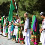 #Afghan boys and girls are welcoming the president of #Turkmenistan in @ARG_AFG. http://t.co/u5L6AXSocX