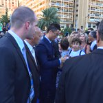No shortage of autograph demands for @Cristiano #UCLdraw #UEFABestPlayer http://t.co/ZyYwbNZyOv