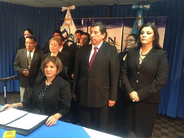 Se inicia conferencia de prensa en la PGN por comunicado en donde dice que OPM debe renunciar http://t.co/jn2SCG7Xl6