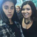 Justin com fã em Los Angeles - 27 de Agosto. #BuyWhatDoYouMeanTOMORROW http://t.co/Q219wwdpR8